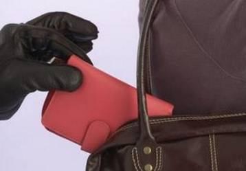 Полицейский на почте схватил карманника за руку