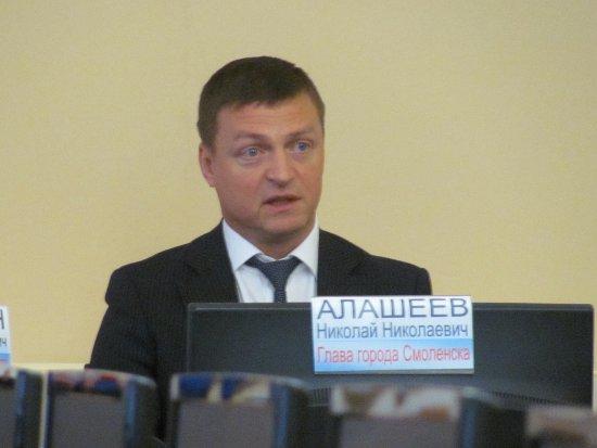 Алашеев попросил у смолян поддержки в борьбе за сквер у «Гамаюна»