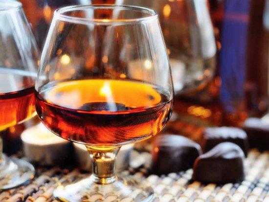 В Сафонове две девушки отравились паленым алкоголем