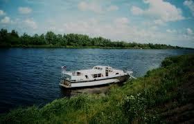 Дружба водного канала и железной дороги