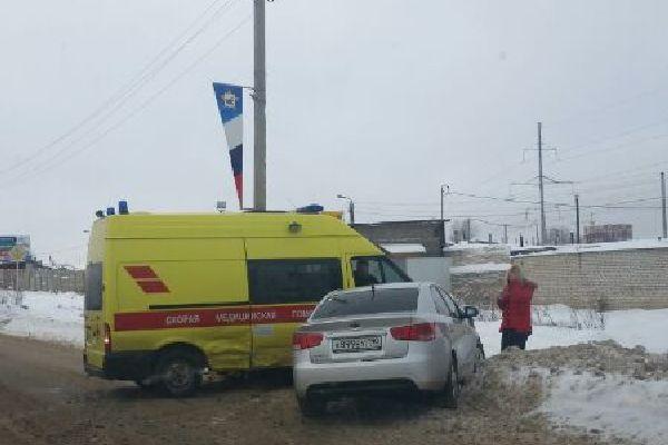 В Смоленске на проспекте Строителей машина «Скорой помощи» врезалась в иномарку