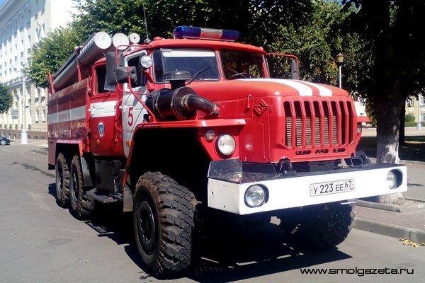 В Смоленске на Рославльском шоссе загорелся грузовик