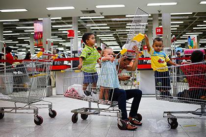 Магазины Венесуэлы перешли на четырехчасовой график работы