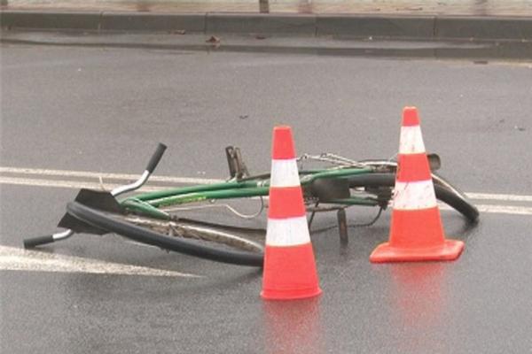 В Смоленской области под колесами иномарки погиб велосипедист