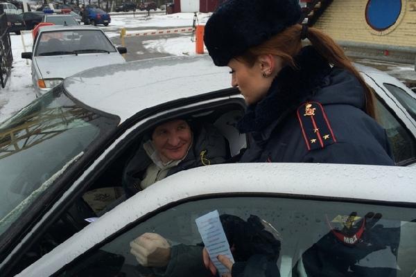 На трассе М-1 в Смоленской области провели акцию «Жизнь важнее скорости»
