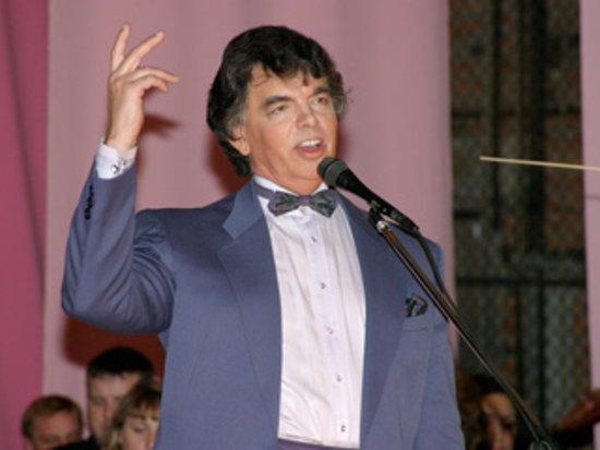 Концерт Сергея Захарова переносят из-за гриппа