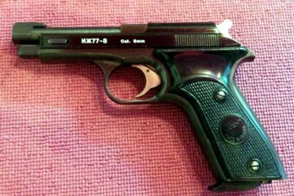 В Смоленске мужчина переделал сигнальный пистолет в боевой