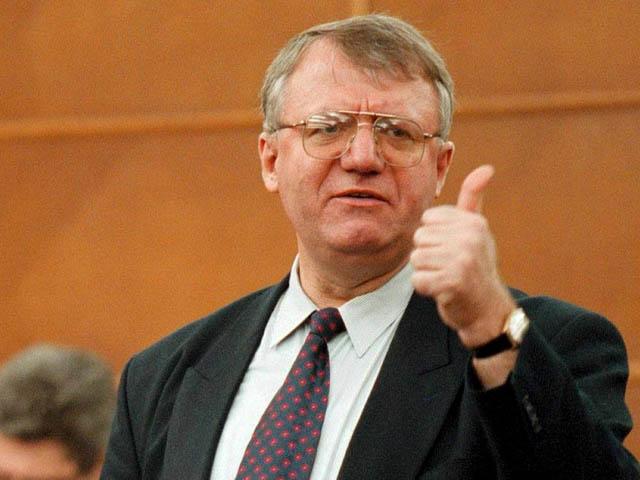 Лидер сербских радикалов организовал сожжение флагов ЕС и НАТО