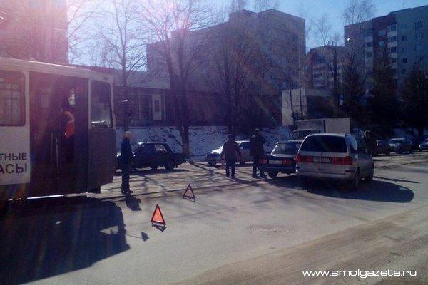 В центре Смоленска из-за аварии перекрыто движение трамваев