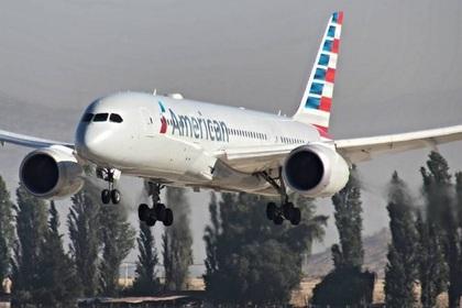 Пассажирский самолет совершил аварийную посадку в Нью-Йорке из-за удара молнии