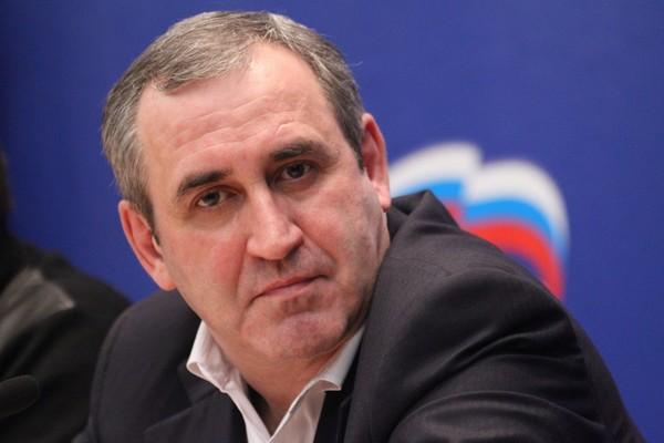 По инициативе Сергея Неверова на дороги в Смоленской области выделят 231 миллион рублей