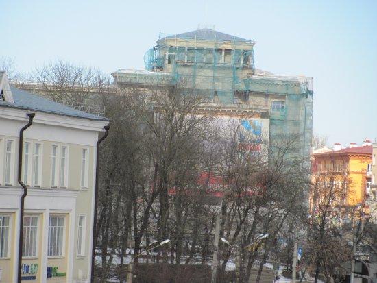 Бывшая гостиница «Смоленск» лишится атлантов на фасаде и получит Фемиду
