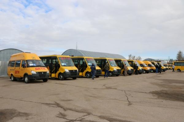 Районным школам Смоленской области подарили 15 автобусов