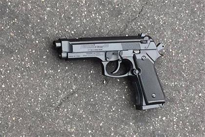 В США полицейский ранил чернокожего подростка с игрушечным пистолетом