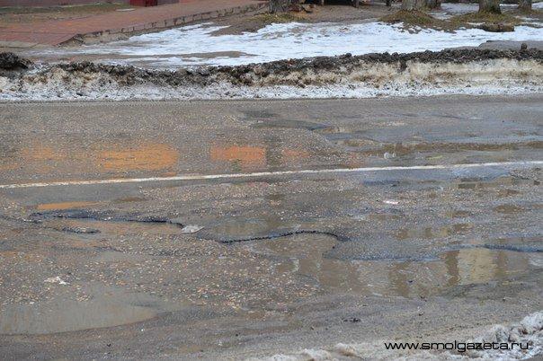 Жизни и здоровью жителей Смоленской области угрожают дорожные ямы