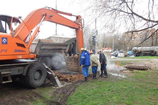 В Смоленске демонтируют повреждённый участок трубопровода на Фрунзе