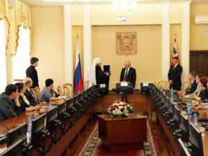 Владыка Исидор поговорил с чиновниками и депутатами о правах человека