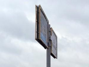 Власти никак не могут найти виновных в развешивании нелегальной рекламы