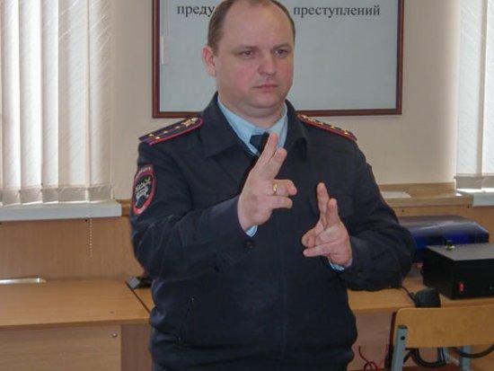 Полицейских научили разговаривать с глухонемыми