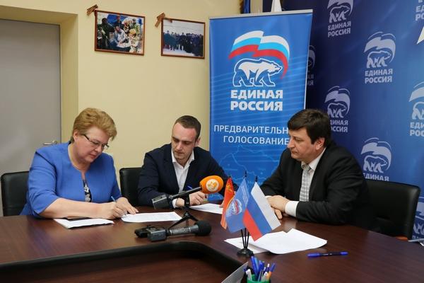 Губернатор Смоленской области Алексей Островский отправляет своего заместителя по социальной политике в Госдуму