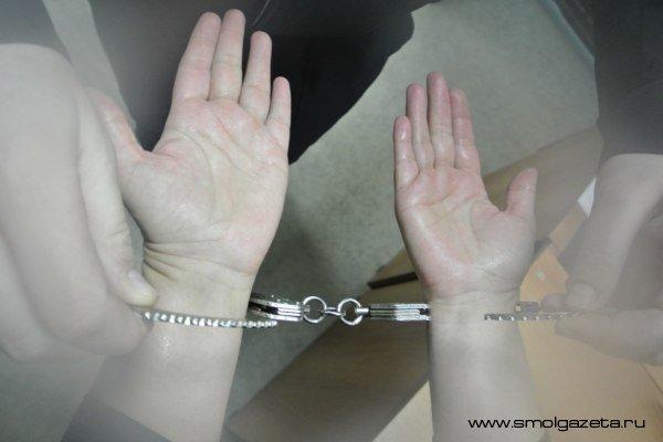 В Смоленске бывший вор связал пенсионерку и похитил у нее 24 тысячи рублей и ювелирные украшения и планшет
