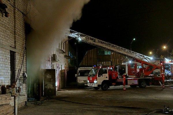 В Смоленске пожарные эвакуировали трех человек из горящего пятиэтажного дома