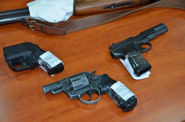 Смолянин самостоятельно изготовил три пистолета для защиты от диких зверей