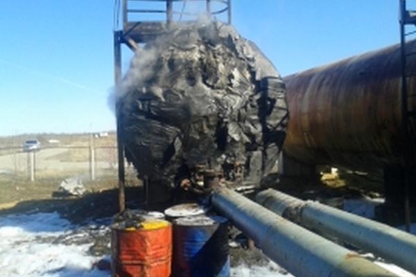 В Смоленской области тушили пожар на нефтеперегонном заводе