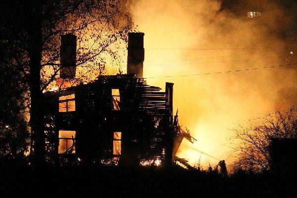 В Смоленской области огнем полностью уничтожен жилой дом
