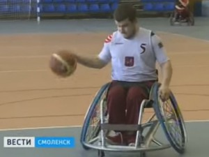Смоленские спортсмены-инвалиды поучились играть в баскетбол у москвичей