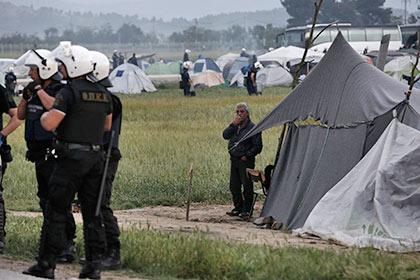Греческая полиция начала эвакуацию мигрантов из лагеря Идомени