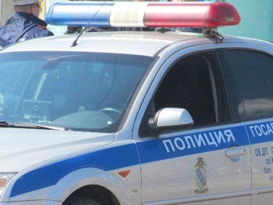 Удравший из машины пьяный водитель обматерил догнавших его гаишников
