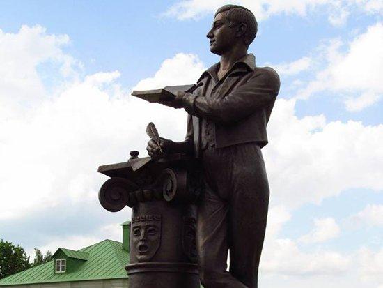 В Хмелите открыли памятник Грибоедову