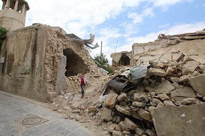 Десятки человек погибли при авиаударе по лагерю беженцев в Сирии