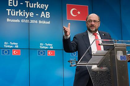 Европарламент приостановил работу над безвизовым режимом с Турцией