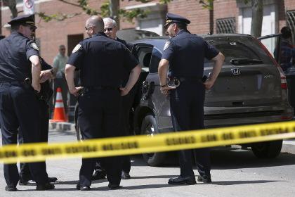 В Массачусетсе мужчина с ножом напал на посетителей торгового центра