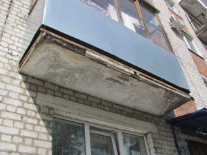 Выпавшего с балкона смолянина увезли в реанимацию