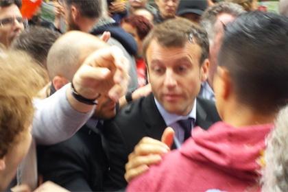 Министра экономики Франции закидали яйцами из-за трудовой реформы