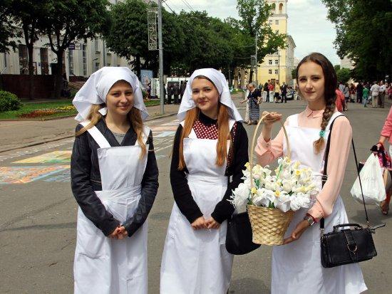 В Смоленске на акции «Белый цветок» собирали деньги на «Дом для мамы»