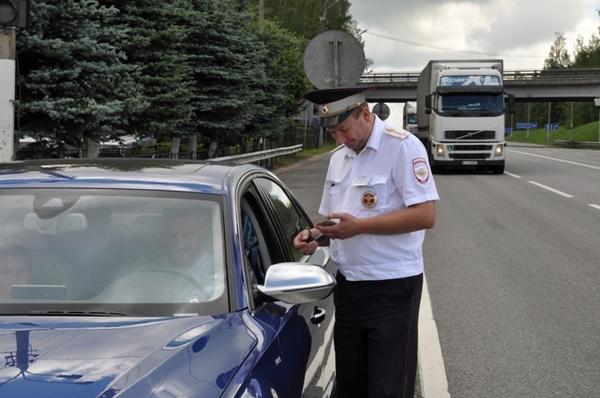 Смоленские дорожные полицейские вышли в рейд на трассу М-1