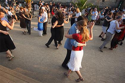 В Германии мигрантам отказали в праве на полигамию