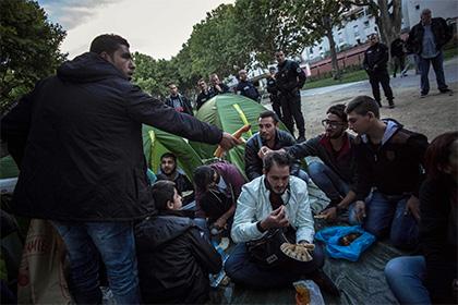 Полиция ликвидировала стихийное поселение мигрантов в Париже