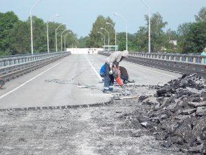 Просевший мост в Велиже откроют к 1 августа