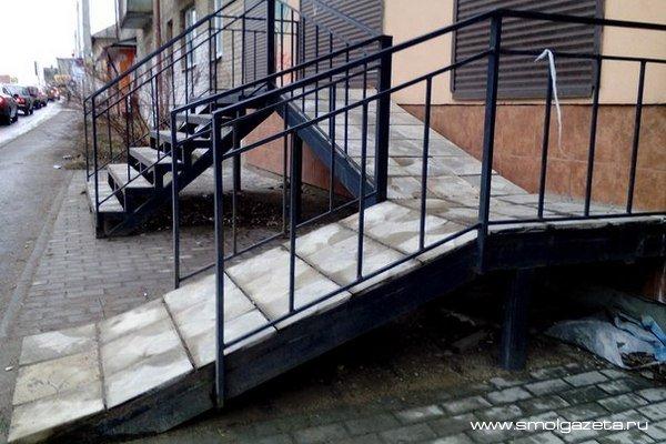 В одном из торговых центров Смоленска нарушали права инвалидов