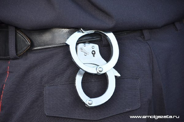 В Смоленской области безработный украл из дачного домика металлическую посуду