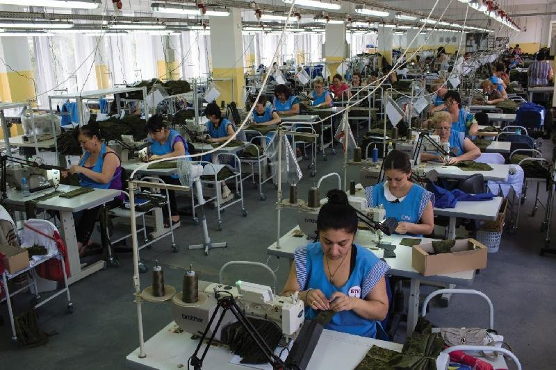 В Рославльском районе на новой швейной фабрике трудоустроят около 100 человек
