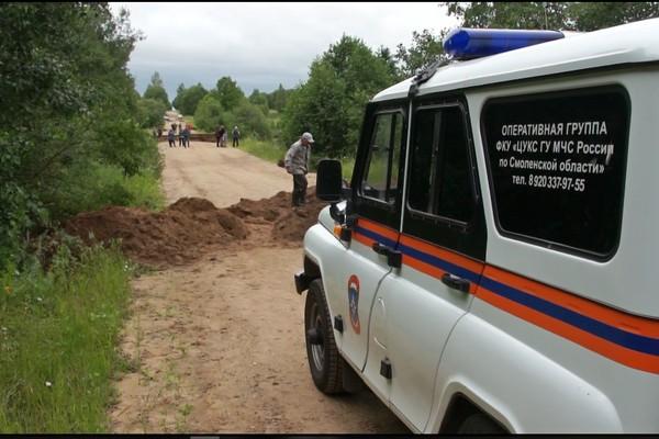 В Смоленской области продолжается восстановление грунтовой дороги в Сафоновском районе
