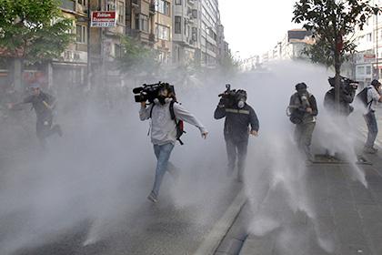 Власти Турции санкционировали задержание 42 журналистов