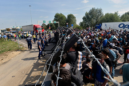 На сербско-венгерской границе беженцы начали голодовку