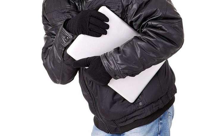 В Гагарине полицейские нашли похитителя ноутбука
